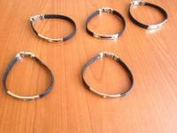 N.1171 bracciali in acciaio e caucciù
