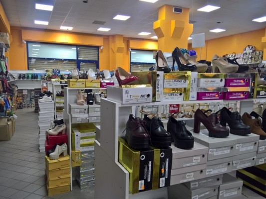 Telematics Auction Stock of footwear on sale | DoAuction