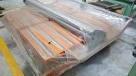 N. 1 rulliera di colore arancione, larghezza circa 1500 mm