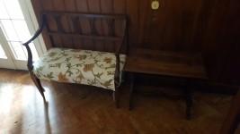 Divano in legno, tavolino e poltrona