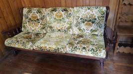 Tavoli, divano e panca ad angolo