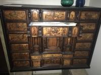 Monetiere in legno di noce