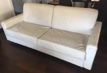 n. 02 Divani in pelle bianca, divano letto da due sedute ciascuno