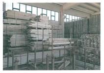Stock materiale ferroso pannellature e tavolati in legno