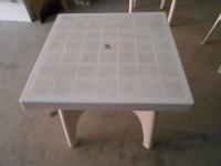 Stock costituito da N.16 tavoli quadrati in plastica e N.46 sedie in plastica