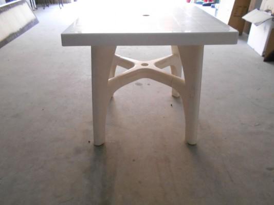 Tavoli Di Plastica Quadrati.Stock Costituito Da N 16 Tavoli Quadrati In Plastica E N 46 Sedie
