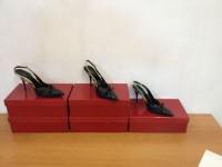 Stock di scarpe ed accessori