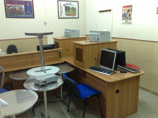 Asta telematica stock arredamento bar e attrezzature for Stock arredamento