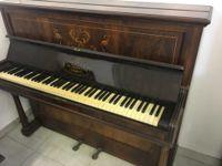 PIANOFORTE VERTICALE IN RADICA MARCA JOHN BROADWOOD AND SONS