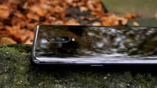 Sådan ser man om en mobil er støv- og vandtæt