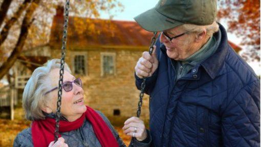 Mobiltelefoner til ældre – hvad skal du kigge efter?