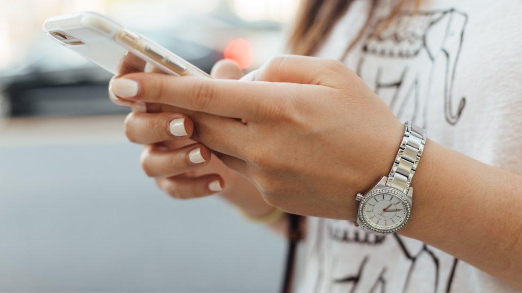 Disse billige telefoner kan anbefales til børn og unge