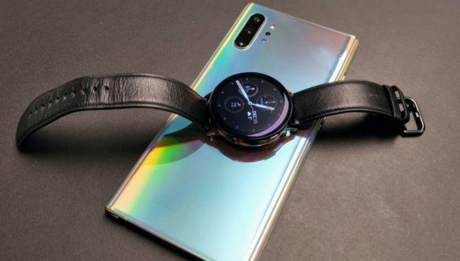 Overblik: Samsung kåret til årets smartwatch og Google Assistent kan agere tolk på mobilen