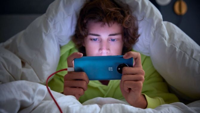 Danskerne går i seng med mobilen