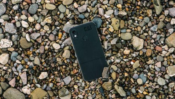Verdens tyndeste robuste smartphone lanceret