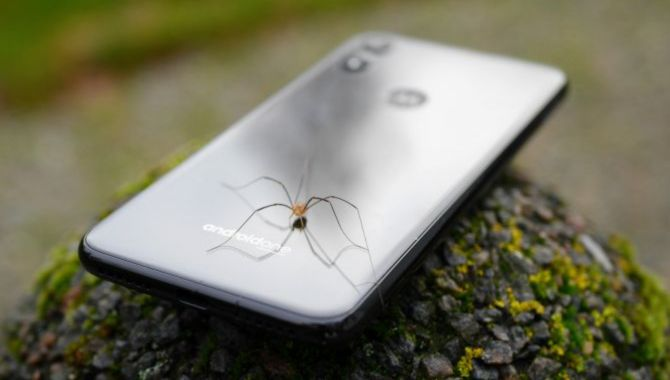 Motorolas næste One-model får pop-up-kamera