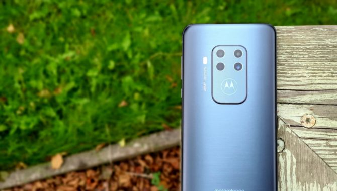 Test: Motorola One Zoom – Superb mellemklasse