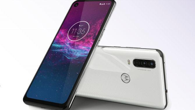 På fredag lander Motorola One Action i butikkerne