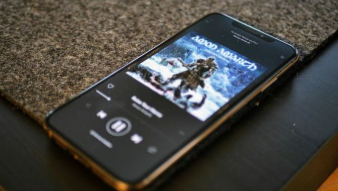 Afstemning: Hvordan spiller du musik fra mobilen til en højtaler?