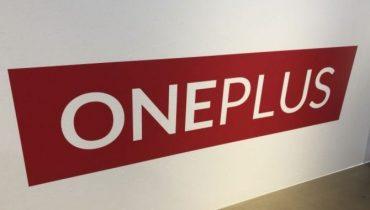 OnePlus 7 covers afslører tredobbelt kamera og ingen notch