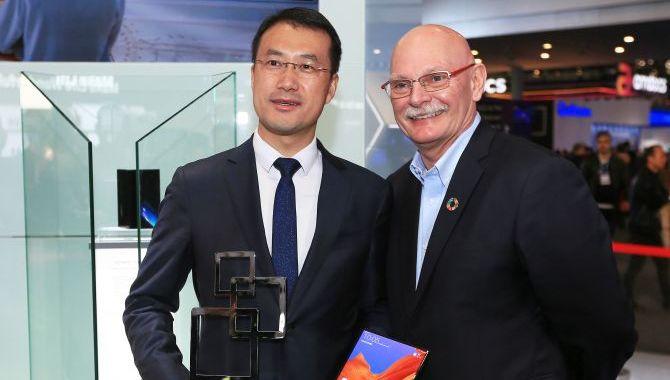 Huawei Mate X vinder pris på MWC2019