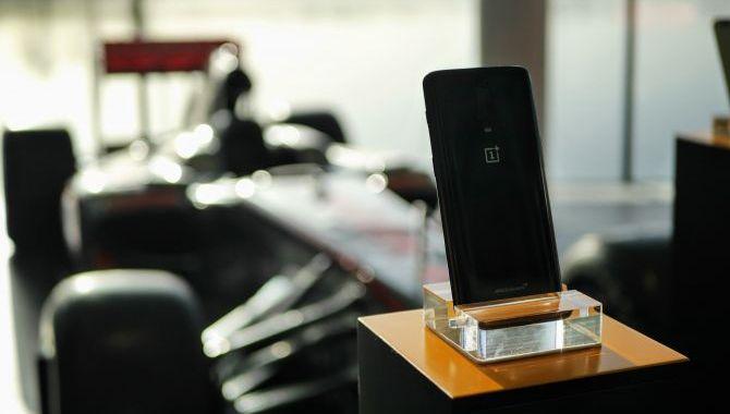 Billedgalleri: Med OnePlus til McLarens hovedkvarter