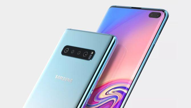 Billeder viser Samsung Galaxy S10 med stort hul i skærmen