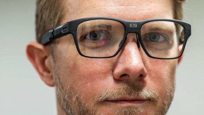 Intels nye, smarte brille ligner rent faktisk en brille