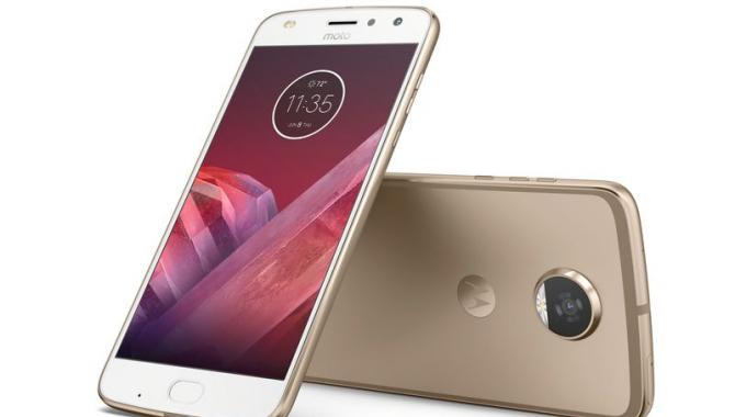 Motorola Moto Z2 Play ude sammen med nye mods