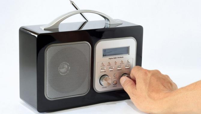 YouSee slukker FM-signalet: Sådan hører du fortsat radio