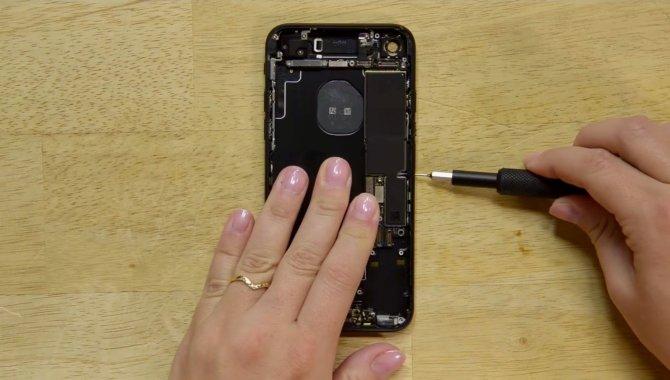 Disse telefoner fra 2016 er nemmest og sværest at reparere