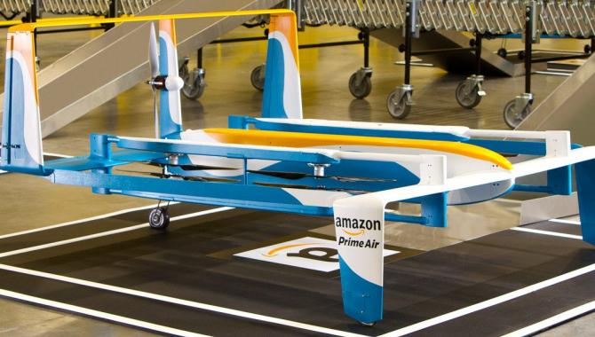 Amazon-dronen leverer sin første pakke på under et kvarter