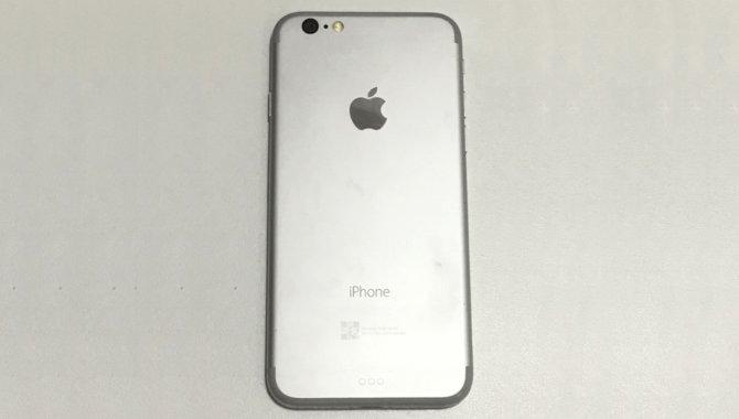 Billede af iPhone 7-dummy viser minimalistisk design