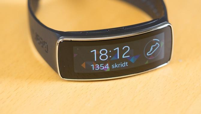 Samsung Gear Fit anmeldelse: Futuristisk og frustrerende [TEST]