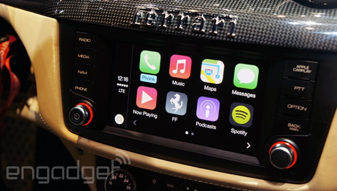 Apple viser CarPlay i en fed Ferrari FF