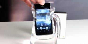Sony Xperia V – pæn, holdbar men kedelig (mobiltest)
