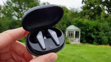 Sådan forbindes bluetooth-hovedtelefoner og højtalere til mobilen