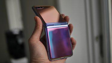 Test: Samsung Galaxy Z Flip – Lækker, besværlig og dyr klaptelefon