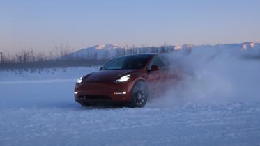 Se en Tesla blive holdbarhedstestet i kolde Alaska
