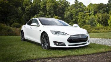 Tesla vil bruge radar til at opdage glemte børn i varme biler