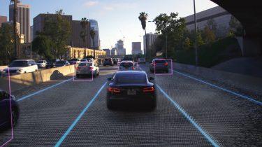 Ny Tesla-software gør bilen tæt på selvkørende