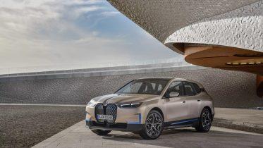 BMW IX: flagskibs SUV på el med rækkevidde over 600 kilometer