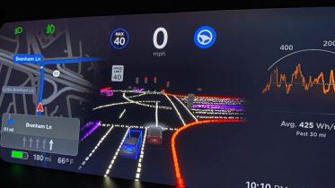 Tesla lader flere teste selvkørende funktioner i beta