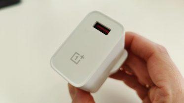 Kommer OnePlus 9 med en oplader? Her er svaret