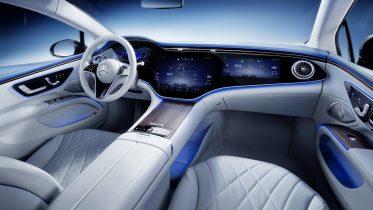 Mercedes-Benz EQS med lang rækkevidde og Hyperscreen lige om hjørnet