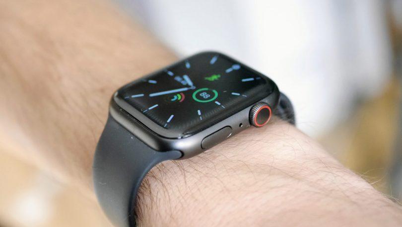 Lås let iPhonen op med mundbind på – nyt i watchOS 7.4