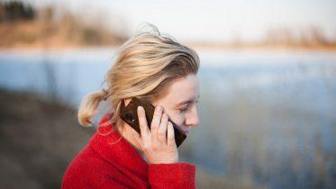 Tal bare løs: Så billige er mobilabonnementer med fri tale