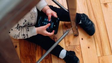 Tech og skærme kan ødelægge børns taleevner