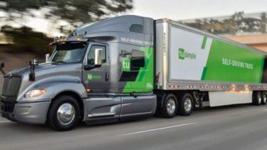 Selvkørende lastbil kørte 10 timer hurtigere end med chauffør