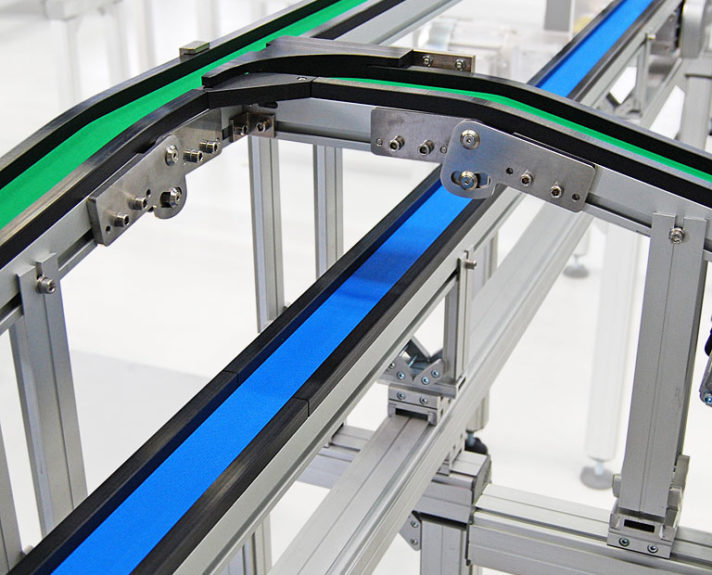 Förderband TB30 mit im Winkel einstellbarem Knick. - Conveyor TB30 with an adjustable angle.